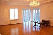 Продам трёхкомнатную квартиру в центре города Алушта.