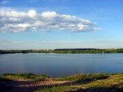 Просторный участок рядом с берегом большого озера