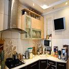 Квартира в отличном состоянии. Остается дорогой кухон. гарнитур. Торг. - Фото 1