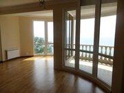 Квартира с видом на море с ремонтом в элитном доме на побережье в Сочи