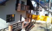 Дом-шале построен по авторскому проекту в стиле альпийского шале, с га - Фото 3