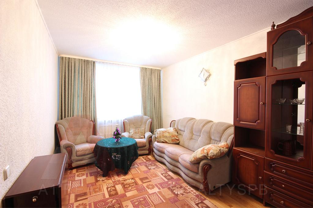 Купить вторичку трехкомнатную квартиру в купчино спб