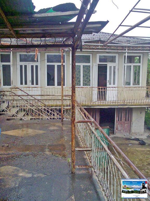 Гараж купить в абхазии односкатная крыша на железный гараж