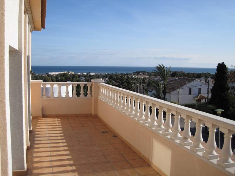 On the coast of rental properties in Brichot inexpensively