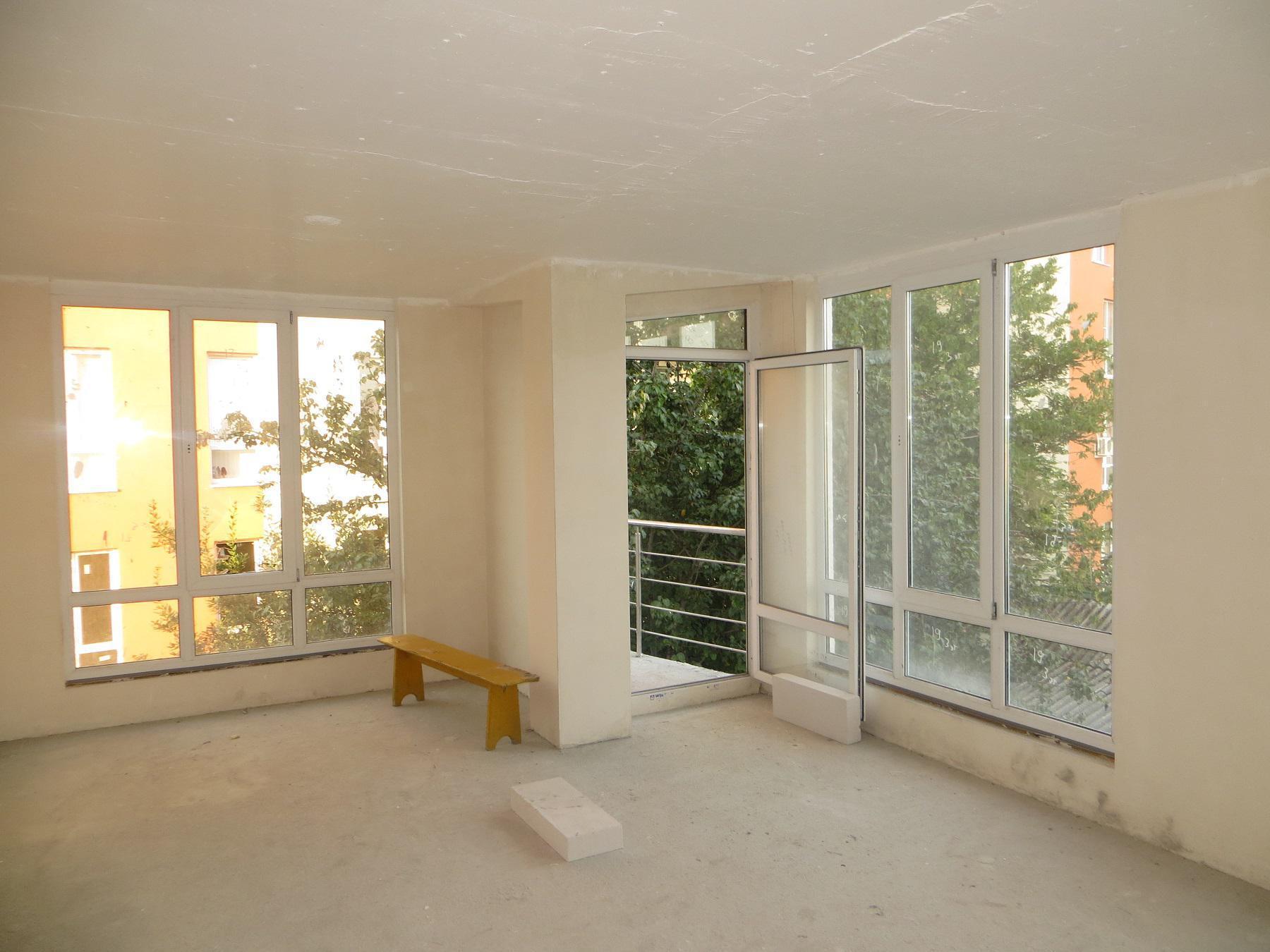 Угловая квартира с чистовой отделкой, с балконом, в 50м от п.