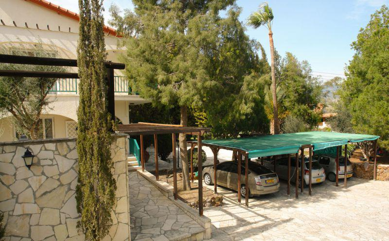 Vacation in the island Pyrgos Cottages