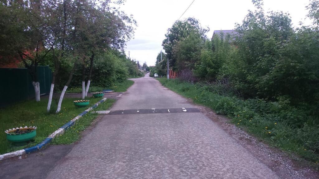 Вся инфраструктура в пешей доступности: на участке находится старенький дом 62кв.