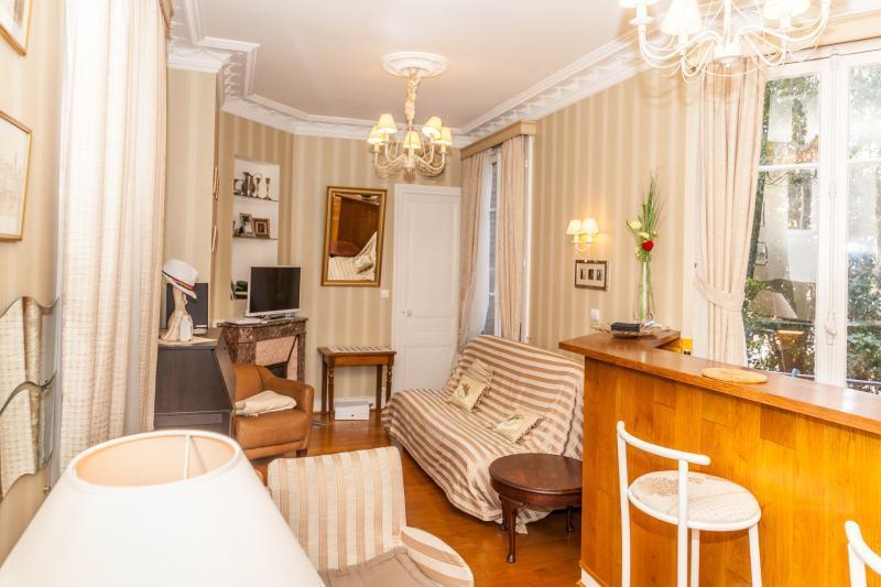 4 х комнатная квартира в париже