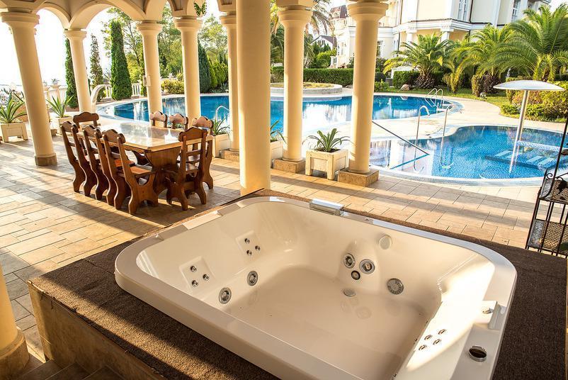 Rent a villa in Vercelli at the seashore dearly