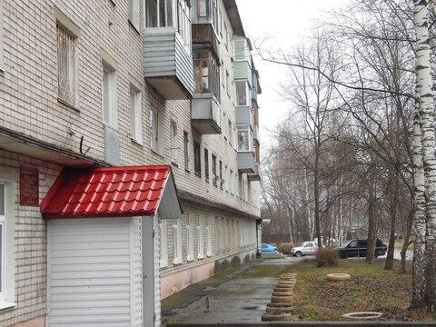 Продается 2-комн квартира в кирпичном доме на Тутаевском шоссе, д.64 к . - Фото 1