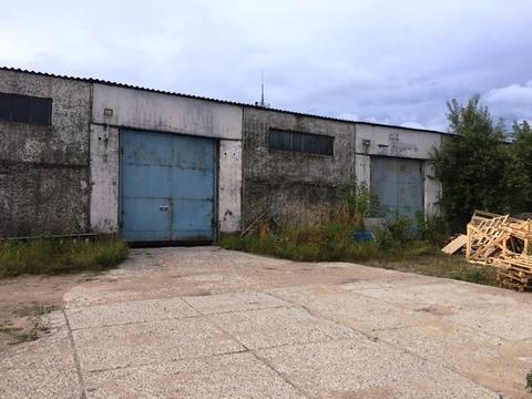 Продается одноэтажное бетонное здание 1300 кв.м. участок 55 соток. - Фото 1