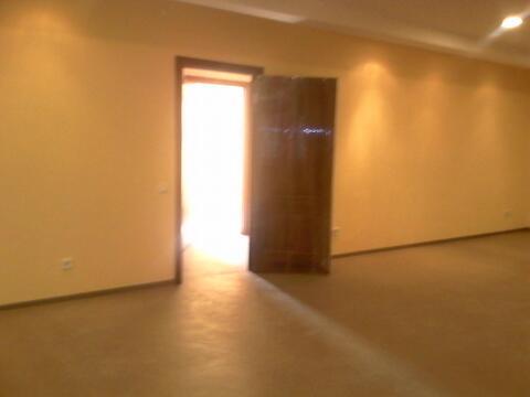 Офисное помещение 16 кв.м на первом этаже, Первая линия, парковка - Фото 1