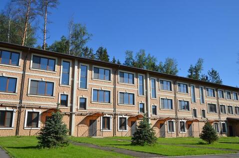 Таунхаус в жилом поселке на Новорижском шоссе 9 км в лесу рядом озеро - Фото 1