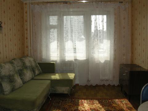 Продаётся комната в двухкомнатной квартире - Фото 1
