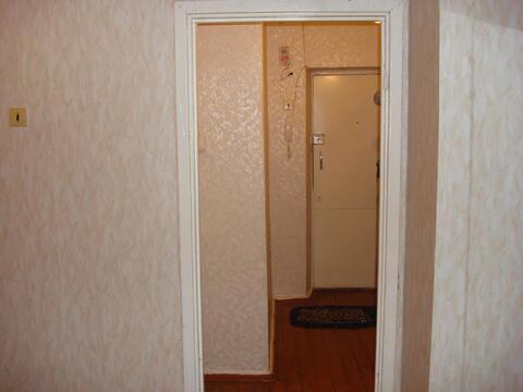 Продаётся однокомнатная квартира по адресу: Ногинский район, деревня Авдотьино, улица Советская, дом 4. Квартира не Угловая! расположена на 5-ом этаже, 5-ти этажного кирпичного дома, общая площадь 31кв. м, комната 17кв. м, кухня 6 кв. м, есть балкон, чистый подъезд, положительные соседи. Живописное место. Вся инфраструктура и социальные объекты в пешей доступности.Один взрослый собственник более 10-ти лет по дкп, прямая продажа, полная стоимость в договоре.
