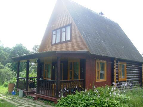 Бревенчатый дом на просторном участке - Фото 1