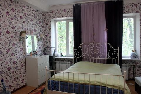 Большая светлая комната с 2 окнами в чистой коммунальной квартире., Купить комнату в квартире Ватутинки, Десеновское с. п. недорого, ID объекта - 700798355 - Фото 1