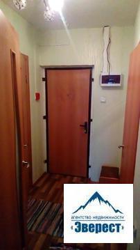 Продаётся однокомнатная квартира с ремонтом по адресу: город Щёлково, мкр Финский, дом 3. Квартира расположена на 17-ом этаже 17-ти этажного монолитно-кирпичного дома ( наверху есть технический этаж, что очень удобно, нет шума от соседей сверху) Общая площадь 41 кв. м, комната 23 кв.м кухня 10.5 кв. м, есть лоджия (выход из кухни). Вся инфраструктура и социальные объекты в шаговой доступности. До автобусной остановки 3 минуты пешком. Квартира без обременений. 1 взрослый собственник. Свободная продажа. Полная стоимость в договоре.