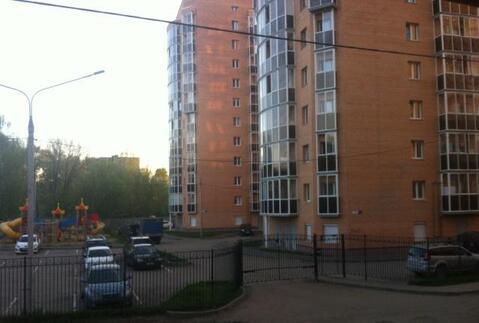 12 000 Руб., Огороженная территория дома, есть место для парковки. С\у бюджетная ., Аренда квартир в Ярославле, ID объекта - 315473199 - Фото 1
