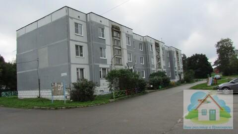 Продается просторная двухкомнатная квартира в п. Мельниково