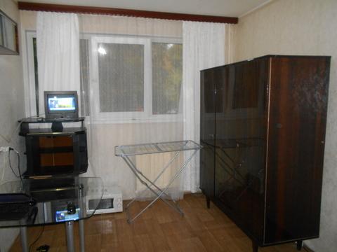 Сдам комнату для одного или двух человек в трехкомнатной квартире - Фото 1