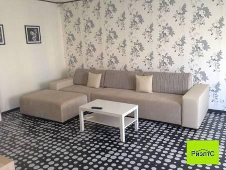 Квартира-студия с дизайнерским ремонтом в хорошем состоянии, Купить квартиру в Обнинске по недорогой цене, ID объекта - 312947756 - Фото 1