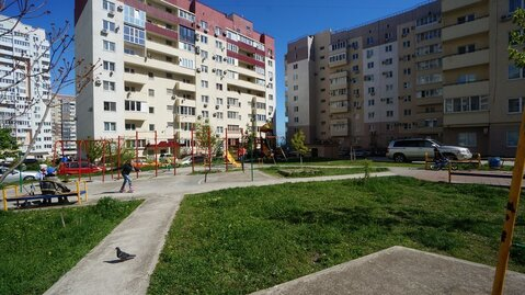 Купить квартиру в Новороссийске в монолитном доме, с ремонтом. - Фото 1