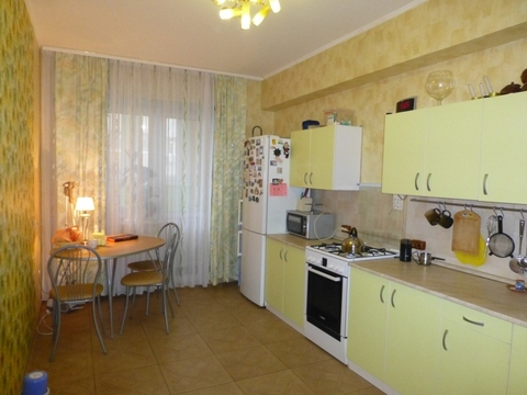 Продается 2-комнатная квартира на ул. Димитрова, Купить квартиру в Калуге по недорогой цене, ID объекта - 322988857 - Фото 1