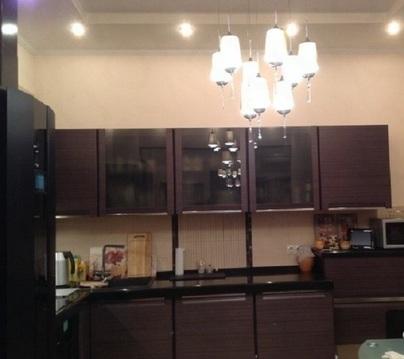 Продается 2-х комнатная квартира на 8 этаже 10 этажного монолитно-кирп - Фото 1