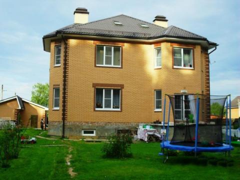 Уютный, жилой коттедж 430 кв.м. на потрясающем участке 17 соток у леса - Фото 1