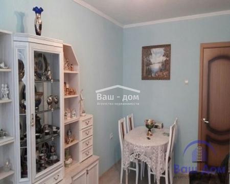 2 комнатная квартира в центре мкр. Александровка, ост. Кафе Премьера. - Фото 1