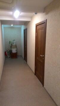 Офис на 3 этаже, 36 кв.м. Первая линия. Рядом остановка, парковка - Фото 1