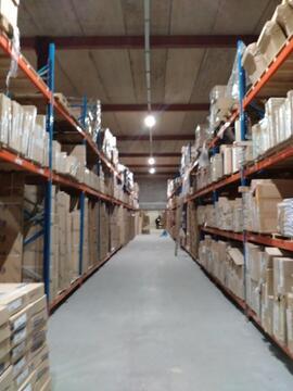Склад категории В+ 2000 кв.м,1 этаж, 2 ворот с доками, Аренда склада в Щербинке, ID объекта - 900157985 - Фото 1
