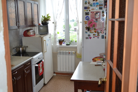 Трехкомнатная квартира с хорошим ремонтом, Продажа квартир в Новоалтайске, ID объекта - 329658702 - Фото 1