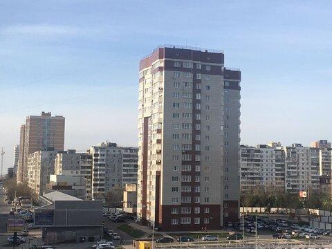 Купить квартиру в Новороссийске, дом монолитный, закрытая территория. - Фото 1