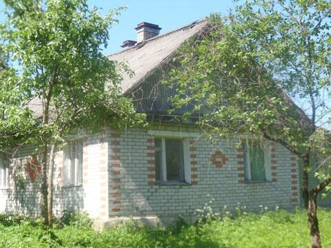 Кирпичный дом,3 просторные комнаты,2 печки,30 сот, озеро 3 км - Фото 1