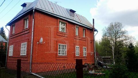 Продается просторный дом в лесу в окружении елей и сосен в камерном . - Фото 4