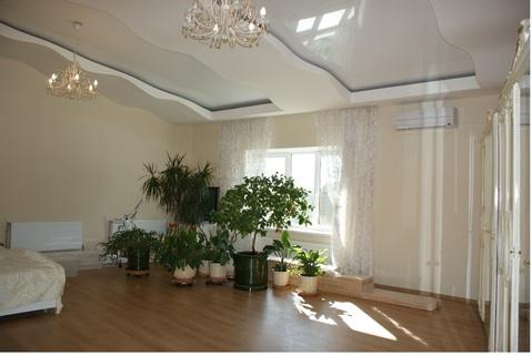 Продаю 4-х комнатную кв-ру с высокими (3 м) потолками в кирпичном доме - Фото 1