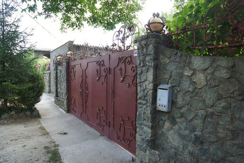 Продам два отдельно стоящих дома (182м2 и 52м2) на участке 8сот. - Фото 2