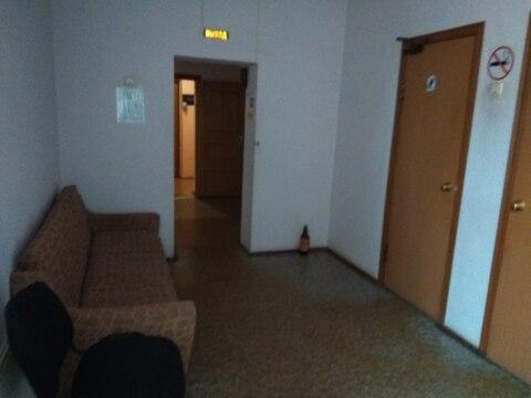 Помещение 16,5 кв.м на втором этаже офисного здания, проведена вода - Фото 3