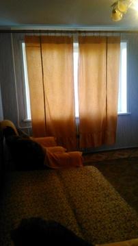 Сдам 1 комнатную на Дмитриева 4к2 с мебелью и бытовой - Фото 1