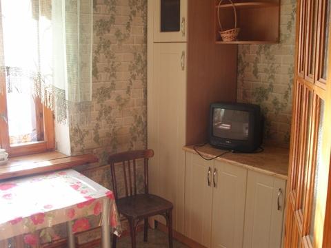 Сдаётся 1к.кв. на ул. Нижегородская, в кирпичном доме, чисто, есть меб - Фото 1