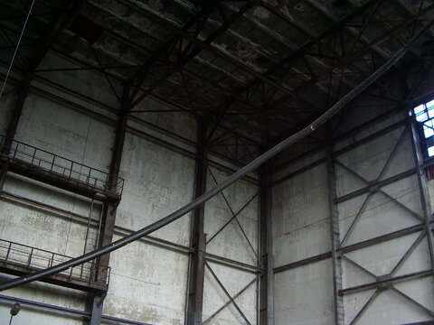 Сдаётся производство 400 м2 с высокими потолками - Фото 1