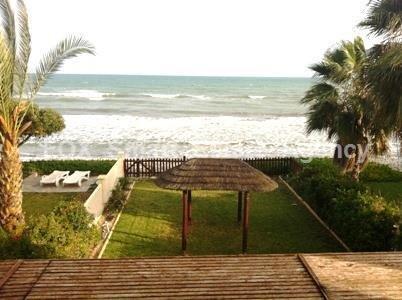Продается дом в Ларнаке в 8 метрах от моря, Купить дом Ларнака, Кипр, ID объекта - 503027720 - Фото 1