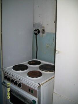 Две смежные комнаты, одна под спальню вторая кухня гостинная, в спальне . - Фото 4