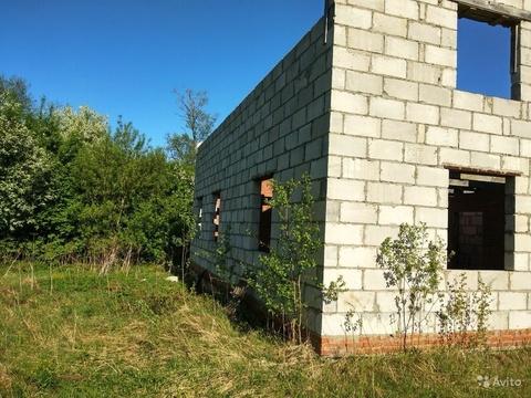 Участок в городе с недостроенным домом - Фото 1