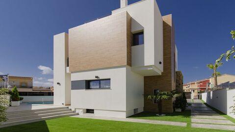 Вилла в стиле хай-тек в престижном районе города Торревьеха, в Испании - Фото 5
