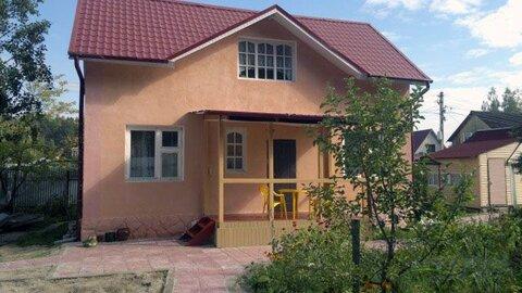 Новая двухэтажная дача площадью 100 кв.м на участке 6 соток в обжитом . - Фото 1