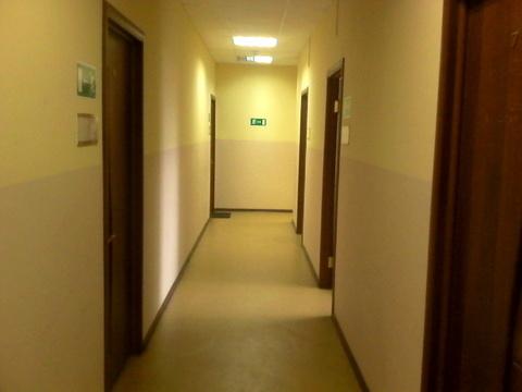 Офисное помещение с мебелью 14,7 кв.м. 7350 рублей в месяц+ свет - Фото 1