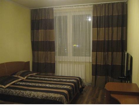 Сдаю на часы и сутки 1-комнатную квартиру на ул. Политбойцов, 7 - Фото 1